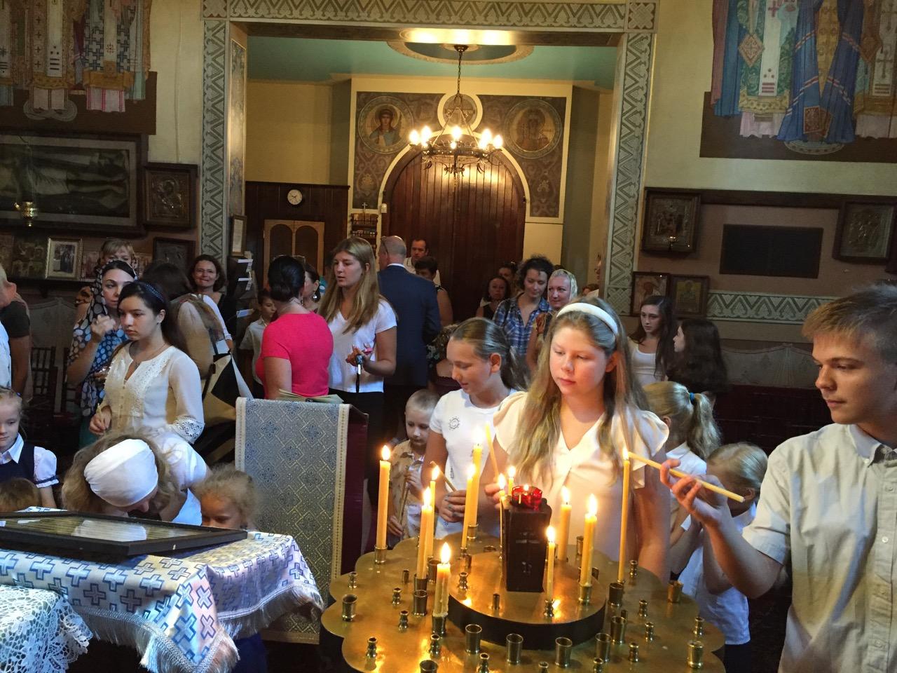 Открытие школы. Дети в храме.